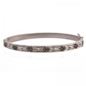 New World Huggie Hinged Bracelet With Granulation And Champagne Diamonds