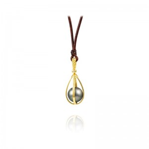 Vincent Peach Star Crossed Teardrop Gold Necklace