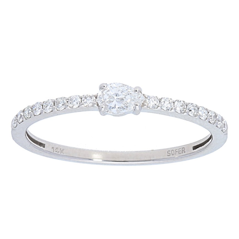 Deutsch Signature Thin Oval Center Diamond Band